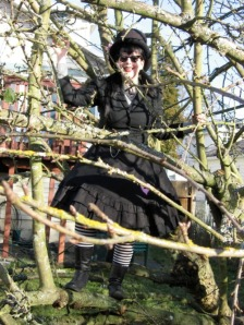 Goths up trees